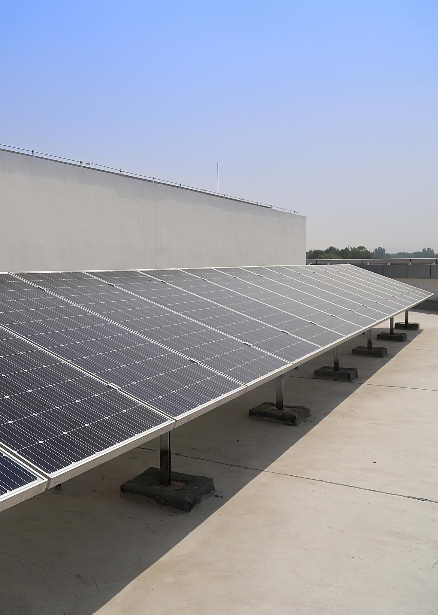 室外樓頂太陽能板